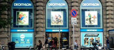 Progettazione e allestimento vetrine Decathlon Milano