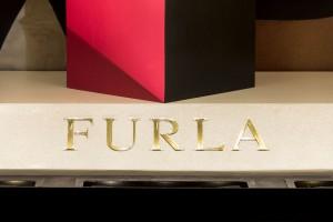 Allestimento vetrine Rinascente Firenze - Dettaglio logo Furla