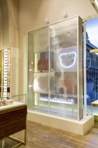 Dettaglio back allestimento vetrine Furla Uomo - Duomo Milano